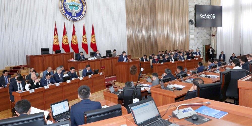 Алмазбек Атамбаевди «экс-президент» макамынан ажыраткан депутаттардын тизмеси